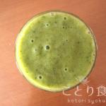 柿・春菊・バナナ・キウイのグリーンスムージー